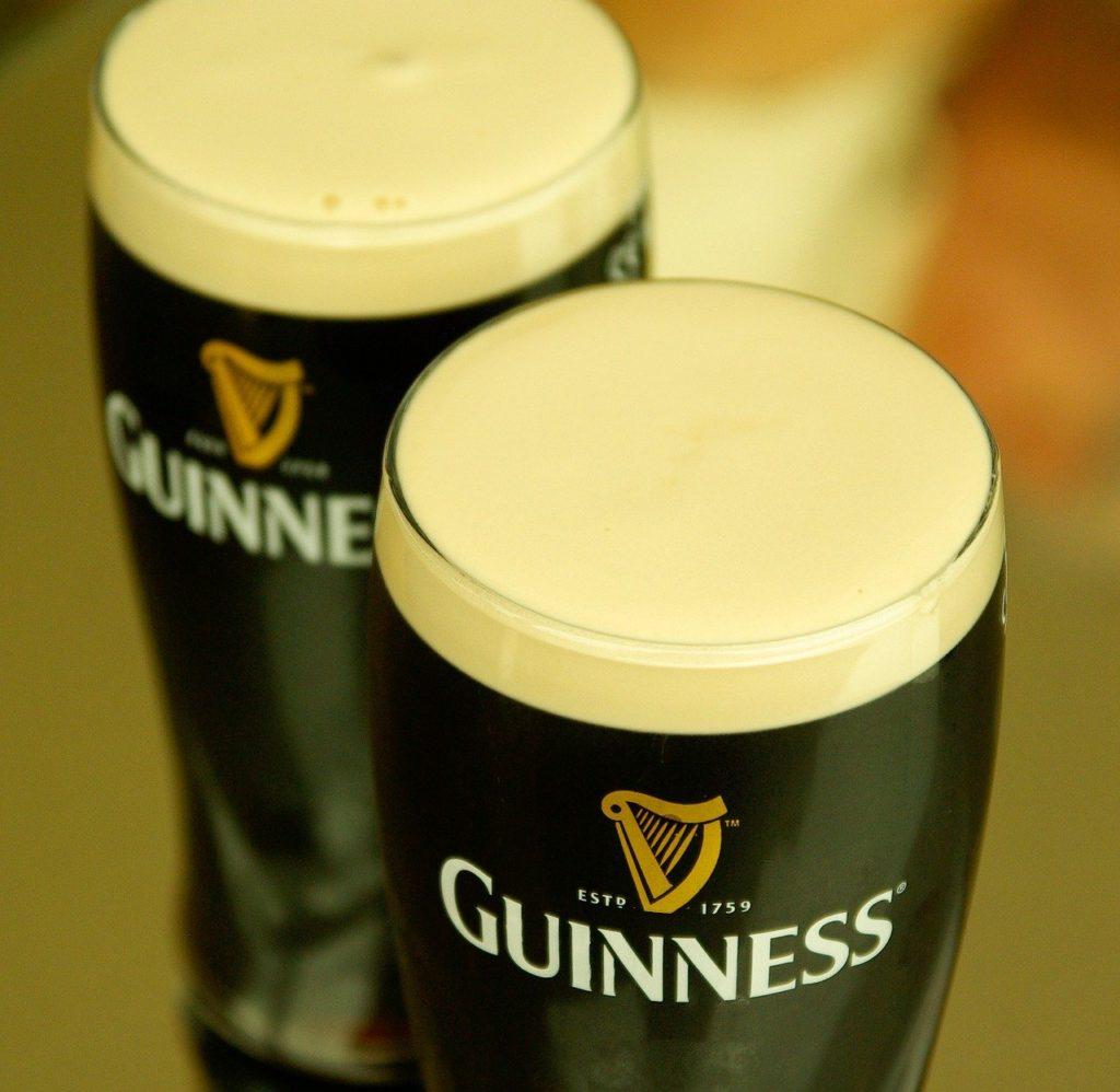 Cerveja Guinness em Pub na Irlanda - Foto jacqueline macou, Pixabay