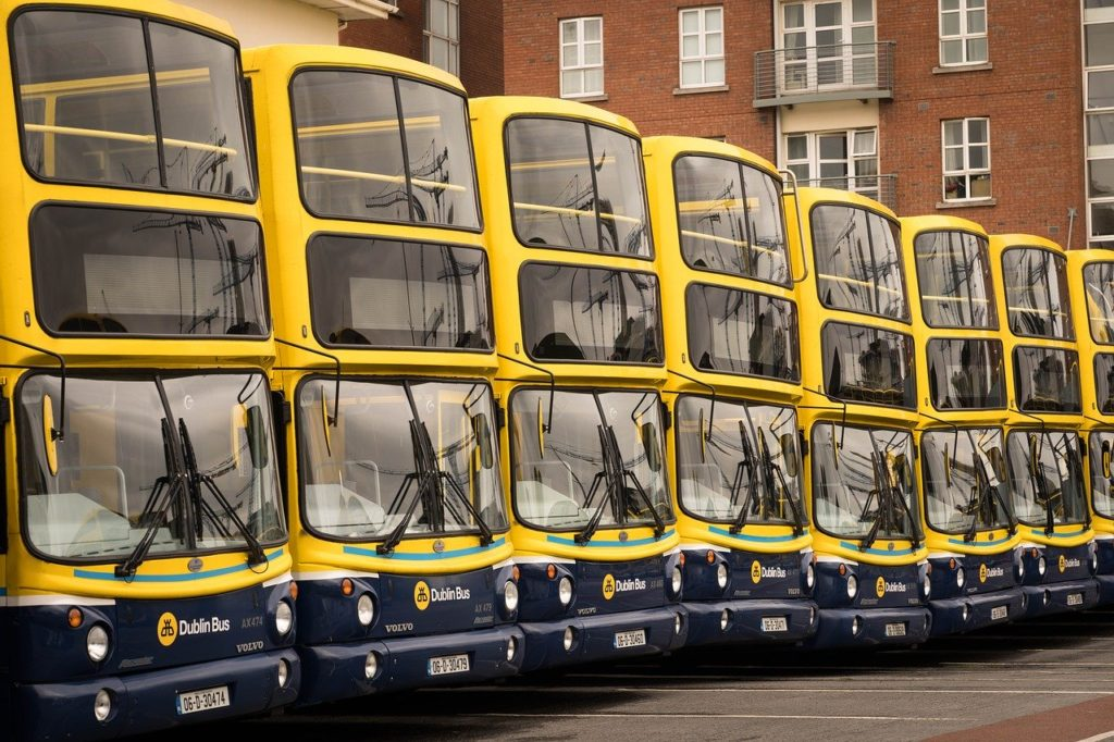 Dublin Bus, transporte na Irlanda - TuendeBede por Pixabay