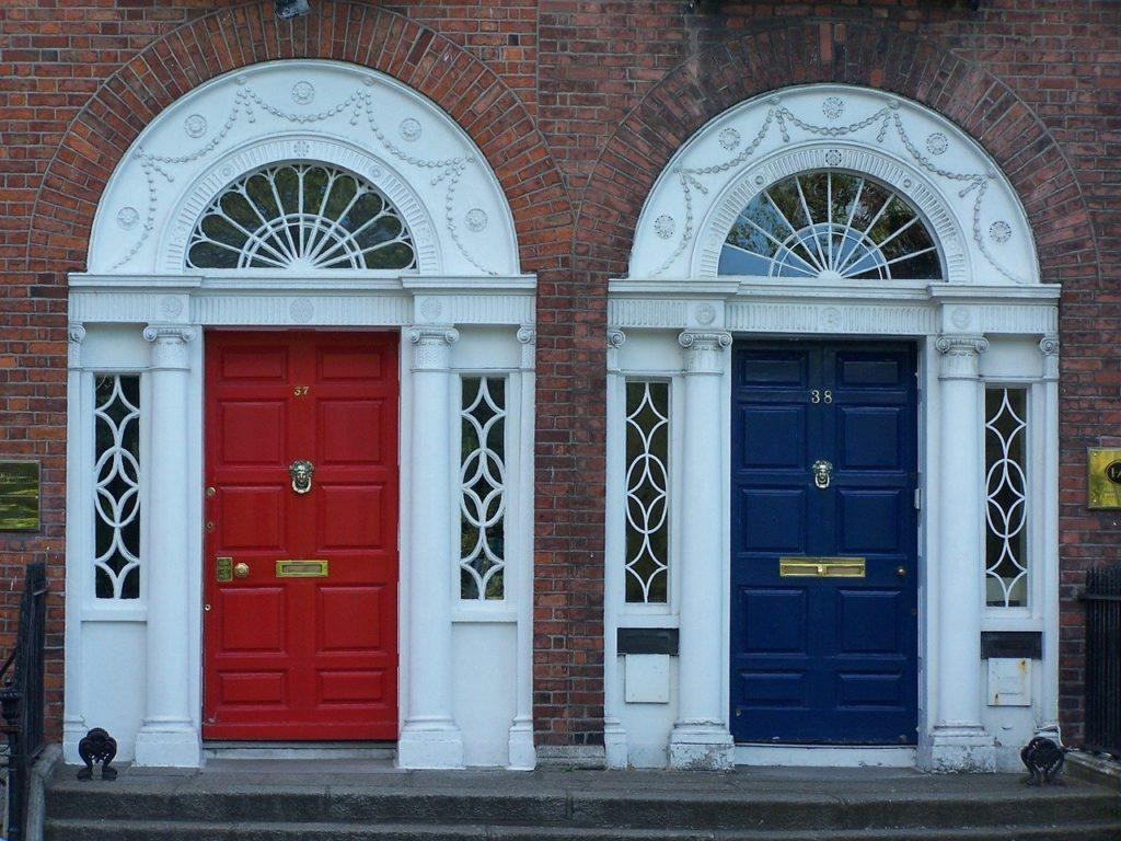 Portas de casa na Irlanda - Foto falco, Pixabay